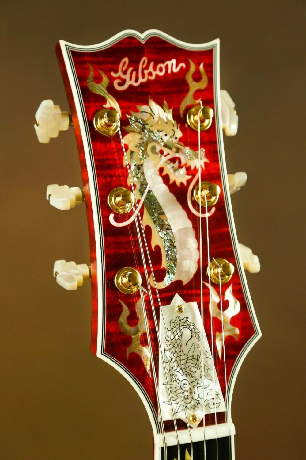 This is one of the most special guitars to come out of Gibson in recent memory: the Gibson Super 400 China Dragon.